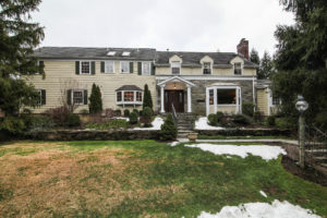 8 Pinewood Court Front