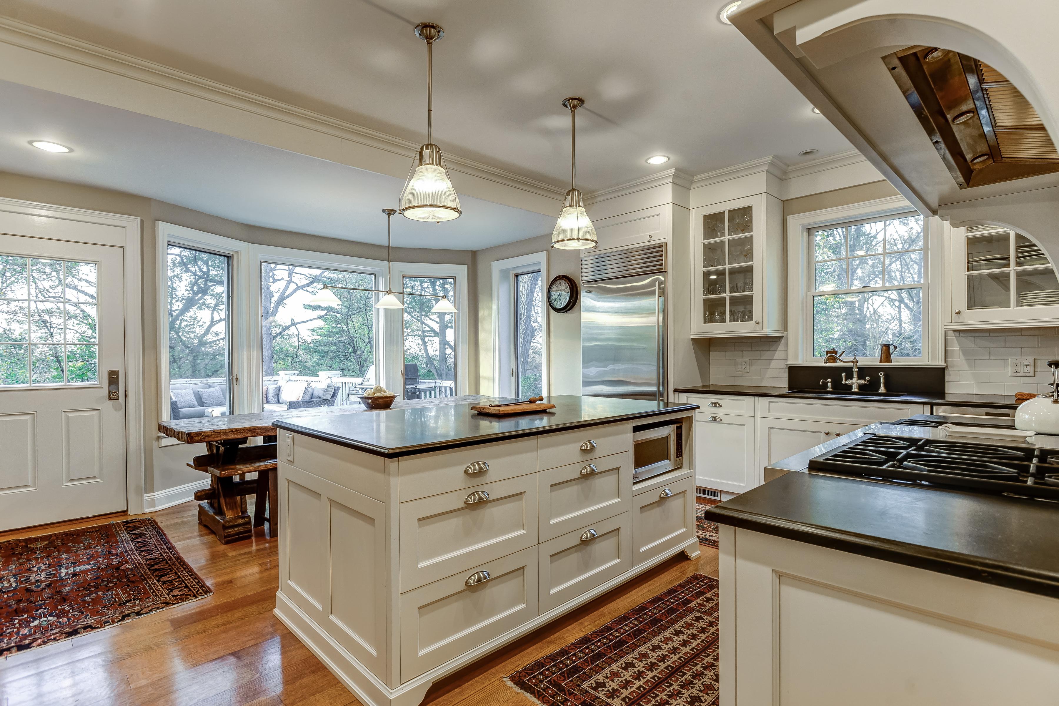 10 – Gourmet Eat-in Kitchen – 67 Oak Ridge Avenue