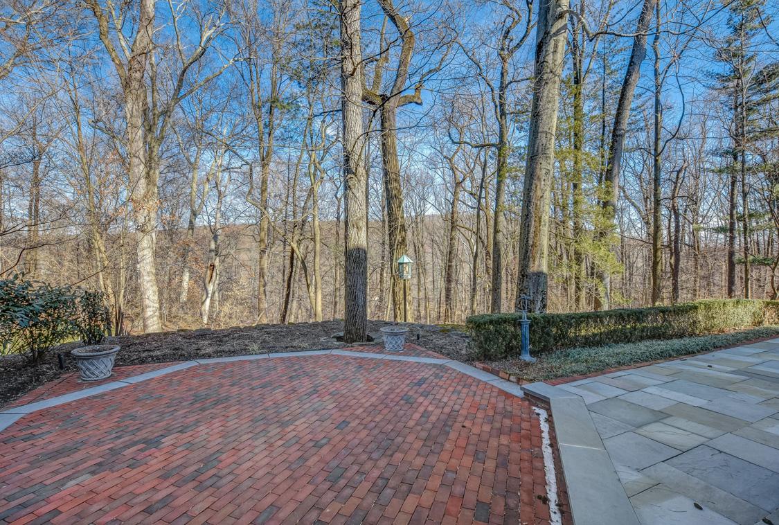 26 Woodcrest Avenue – Beautiful Back Patio
