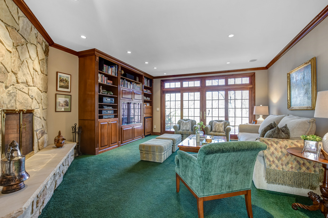 6 – 26 Woodcrest Avenue – Family Room (1)