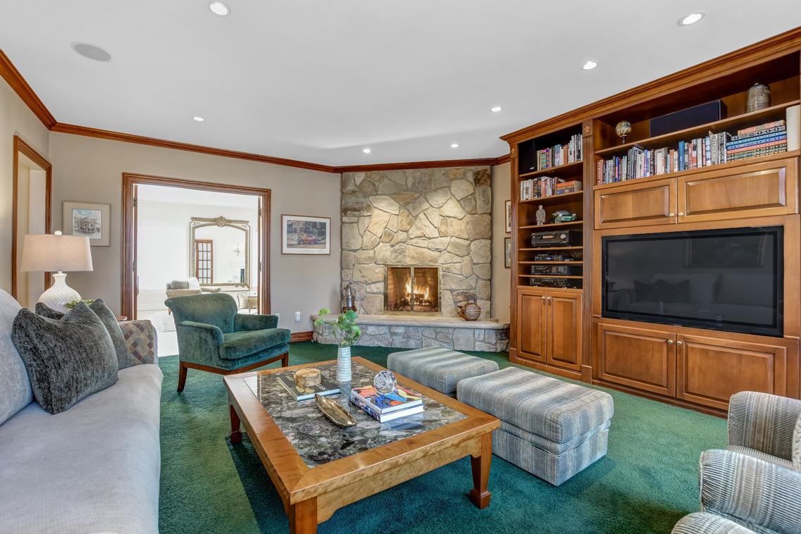 7 – 26 Woodcrest Avenue – Family Room