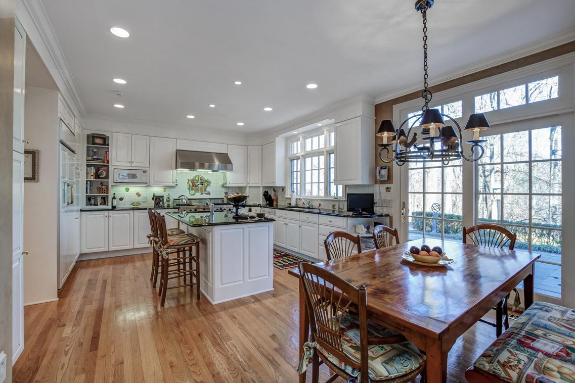 9 – 26 Woodcrest Avenue – Gourmet Eat-in Kitchen