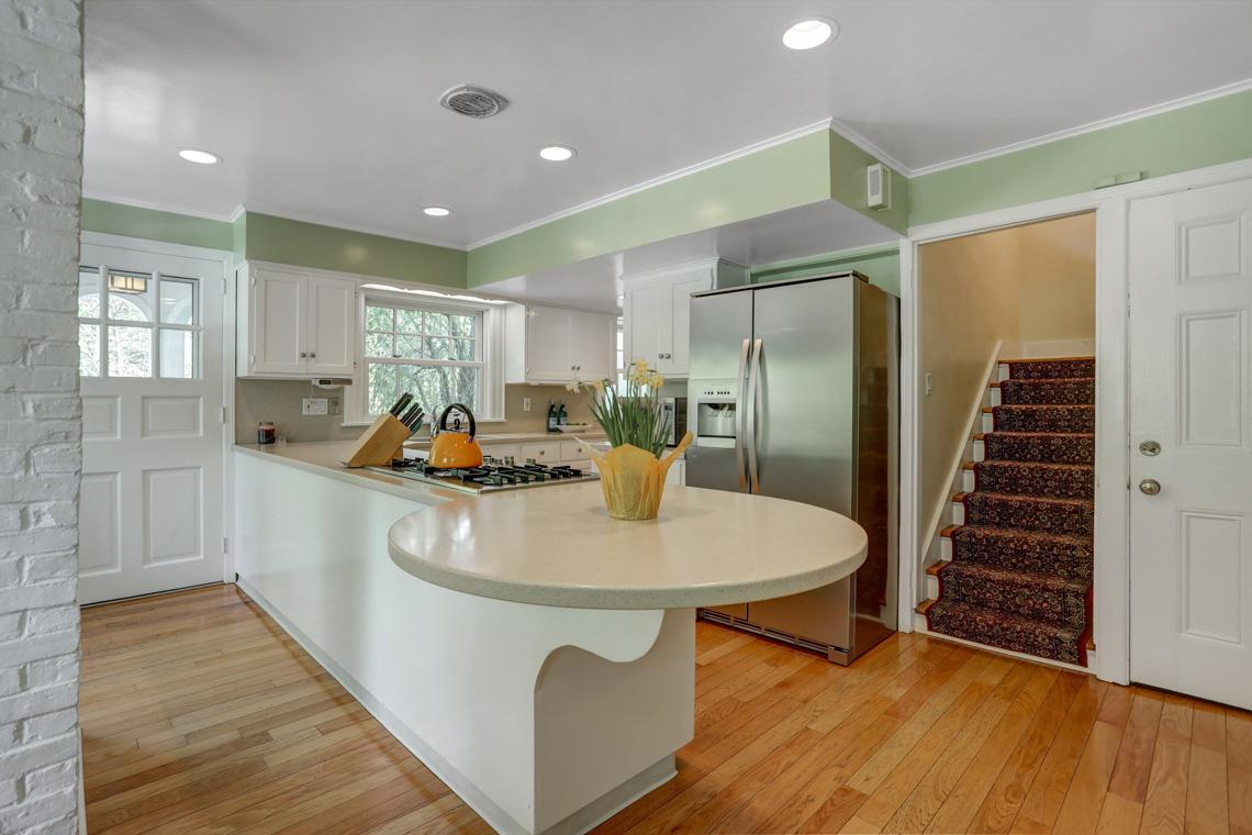 10 – 407 Hobart Avenue – Kitchen