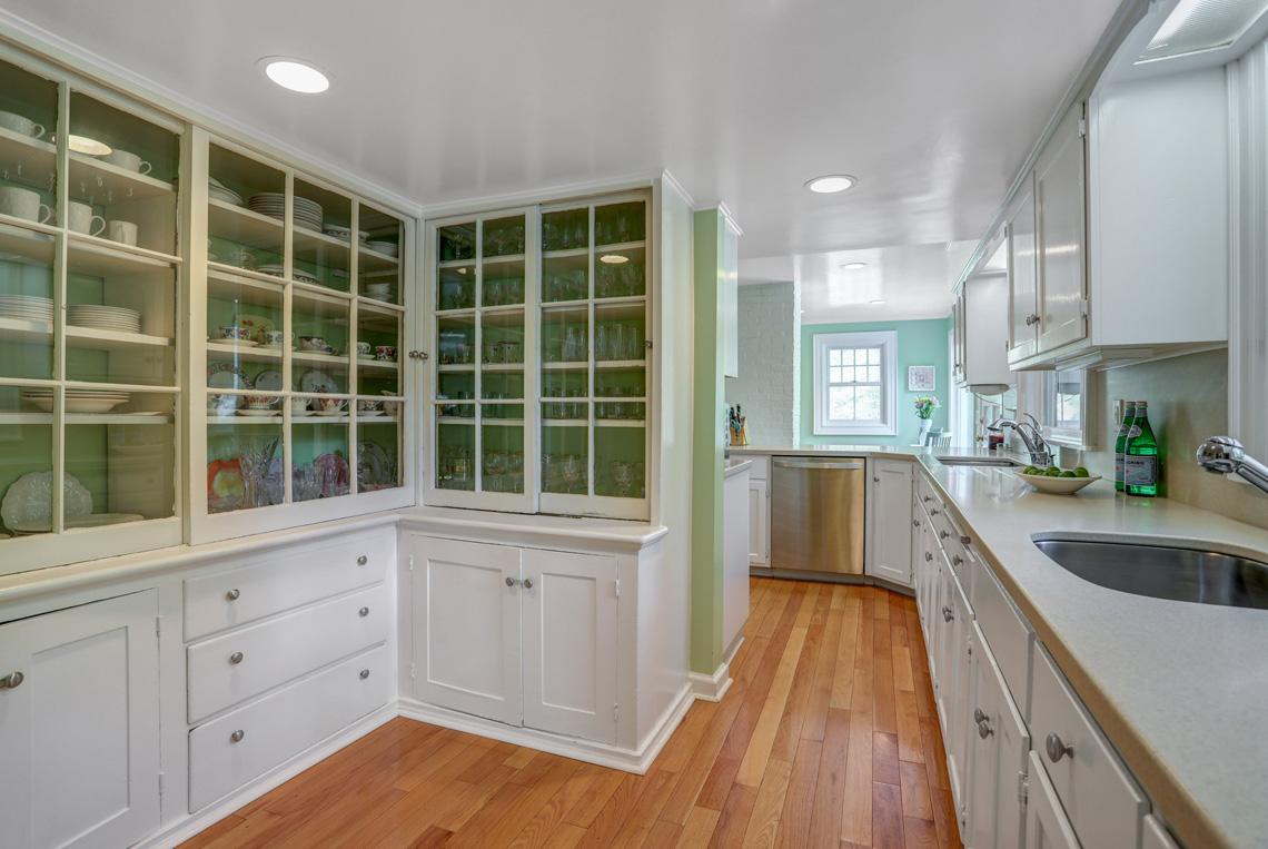 12 – 407 Hobart Avenue – Kitchen