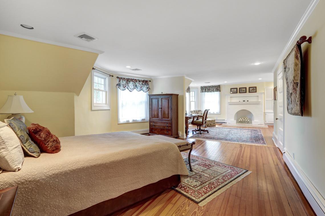 16 – 407 Hobart Avenue – Master Bedroom