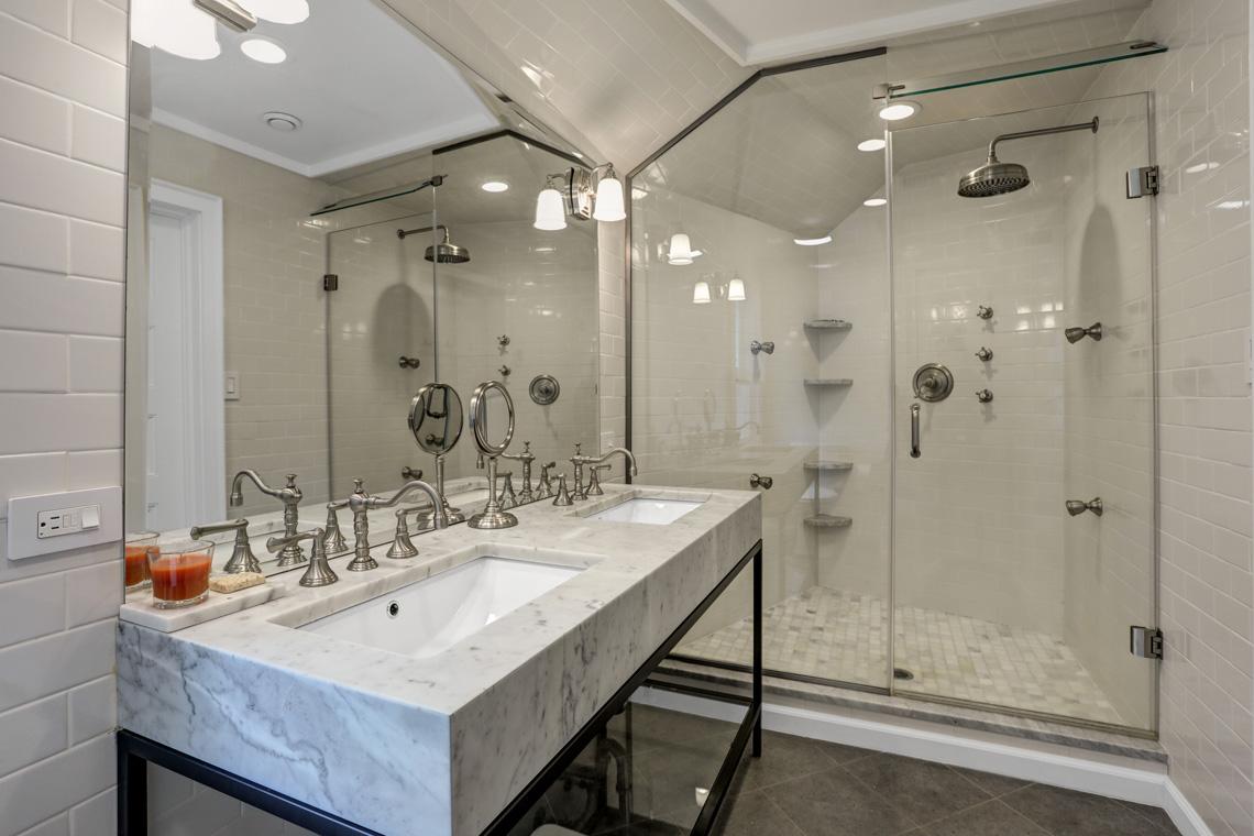 17 – 407 Hobart Avenue – Spa-like Master Bath