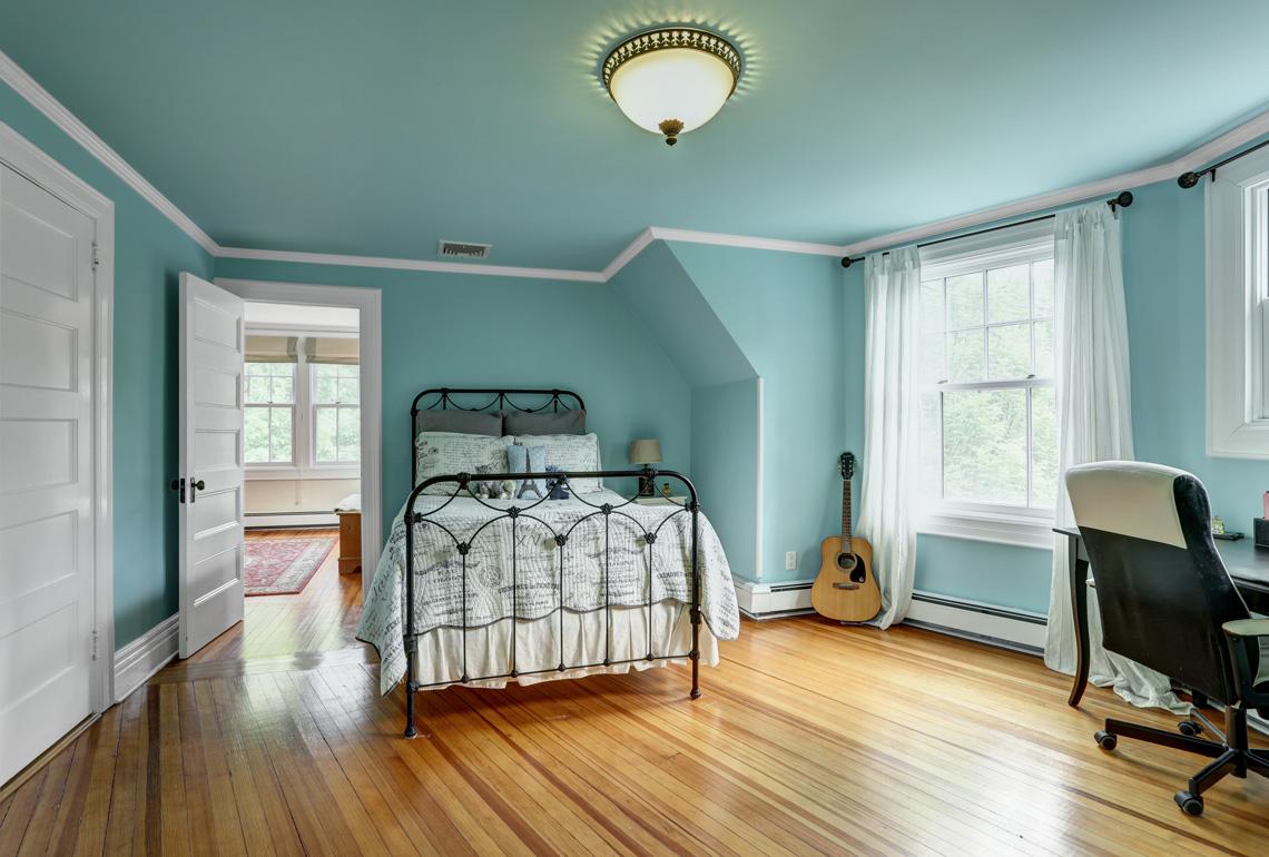 18 – 407 Hobart Avenue – Bedroom