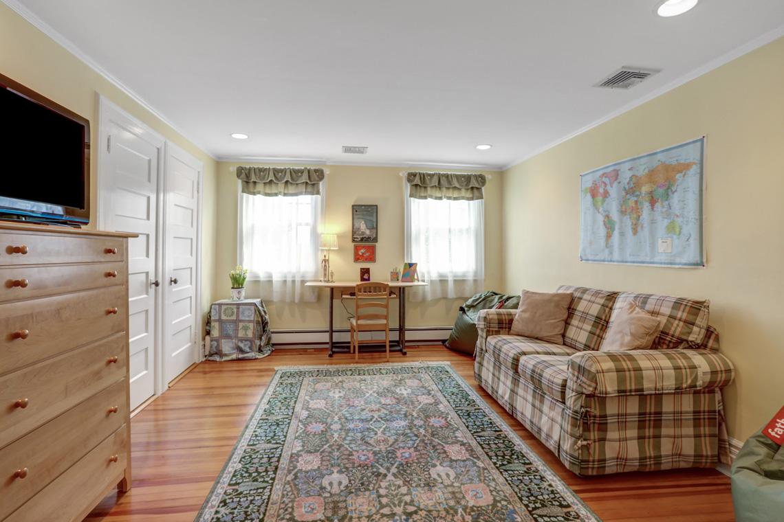 21 – 407 Hobart Avenue – Bedroom