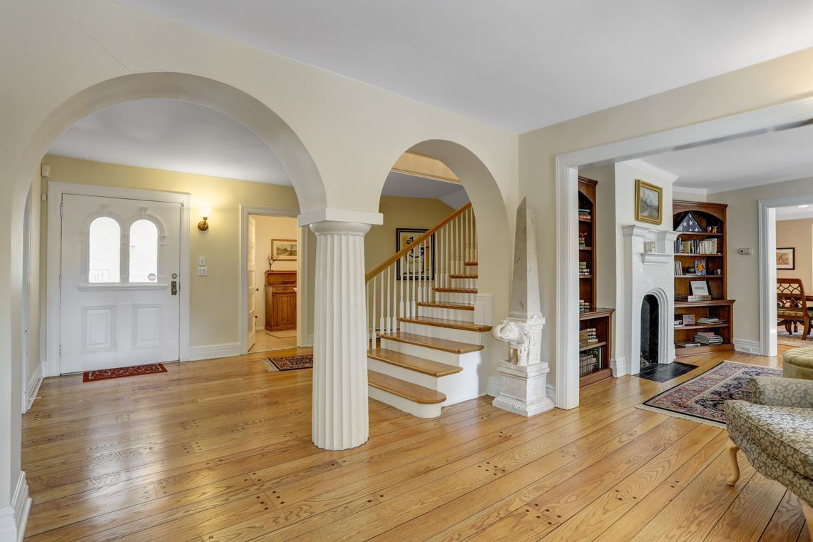 4 – 407 Hobart Avenue – Foyer
