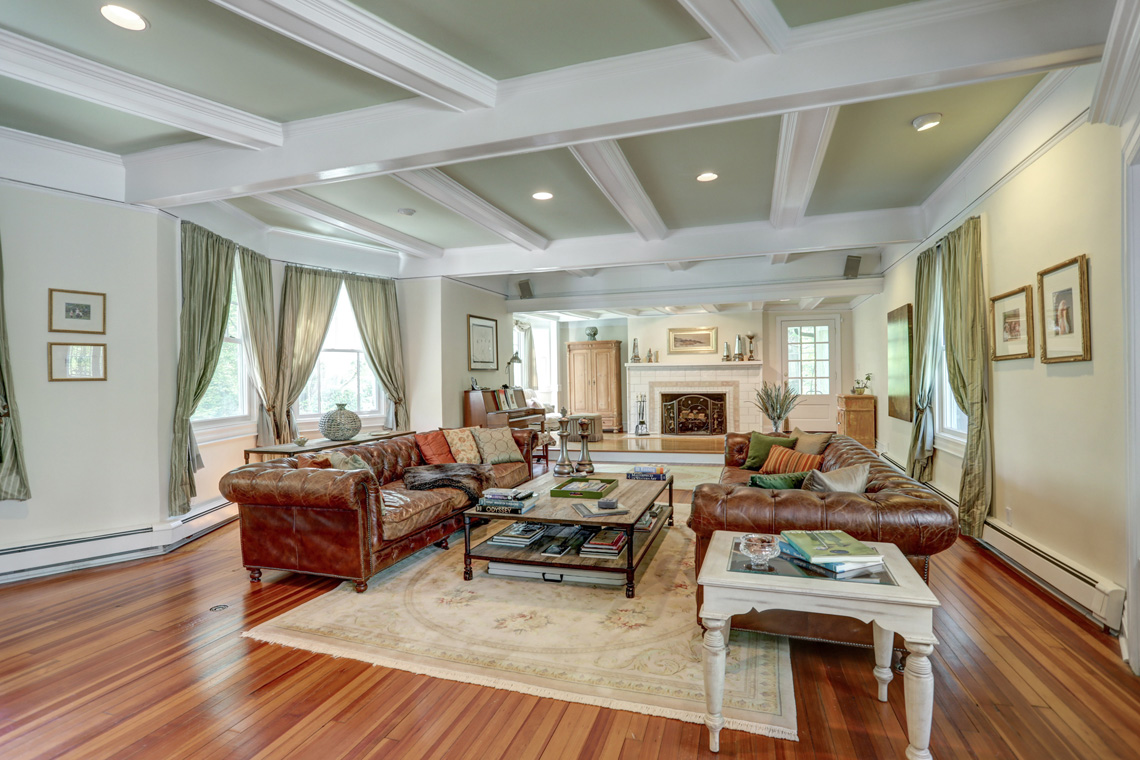 6 – 407 Hobart Avenue – Incredible Living Room