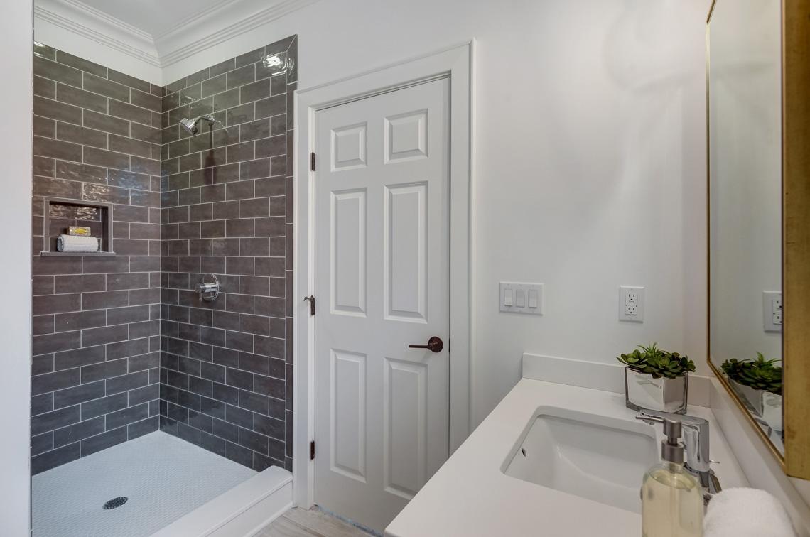 25 – 16 Sheridan Drive – Lower Level Full Bath