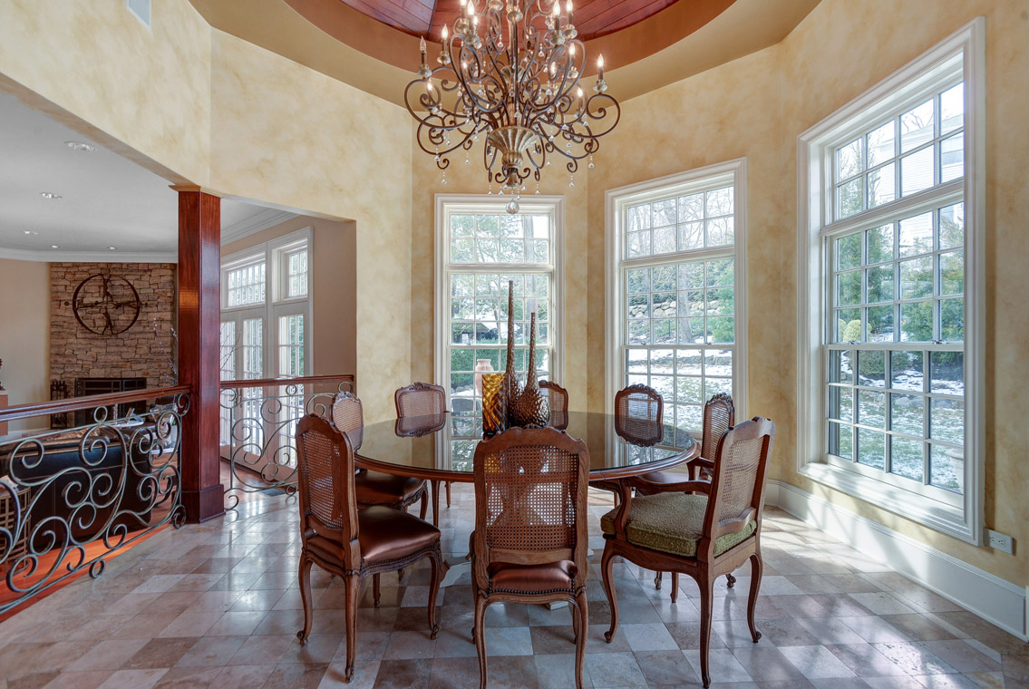 10 – 35 Lakeview Avenue – Breakfast Area