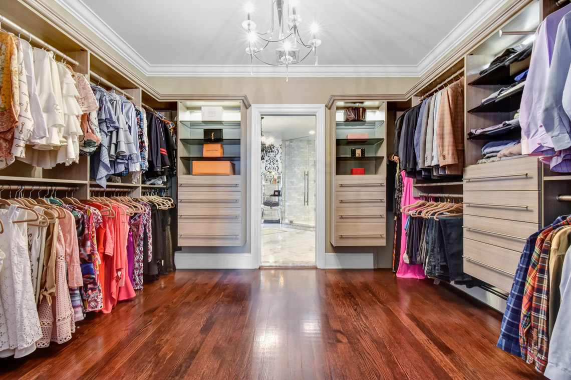 14 – 35 Lakeview Avenue – Master Walk-in Closet