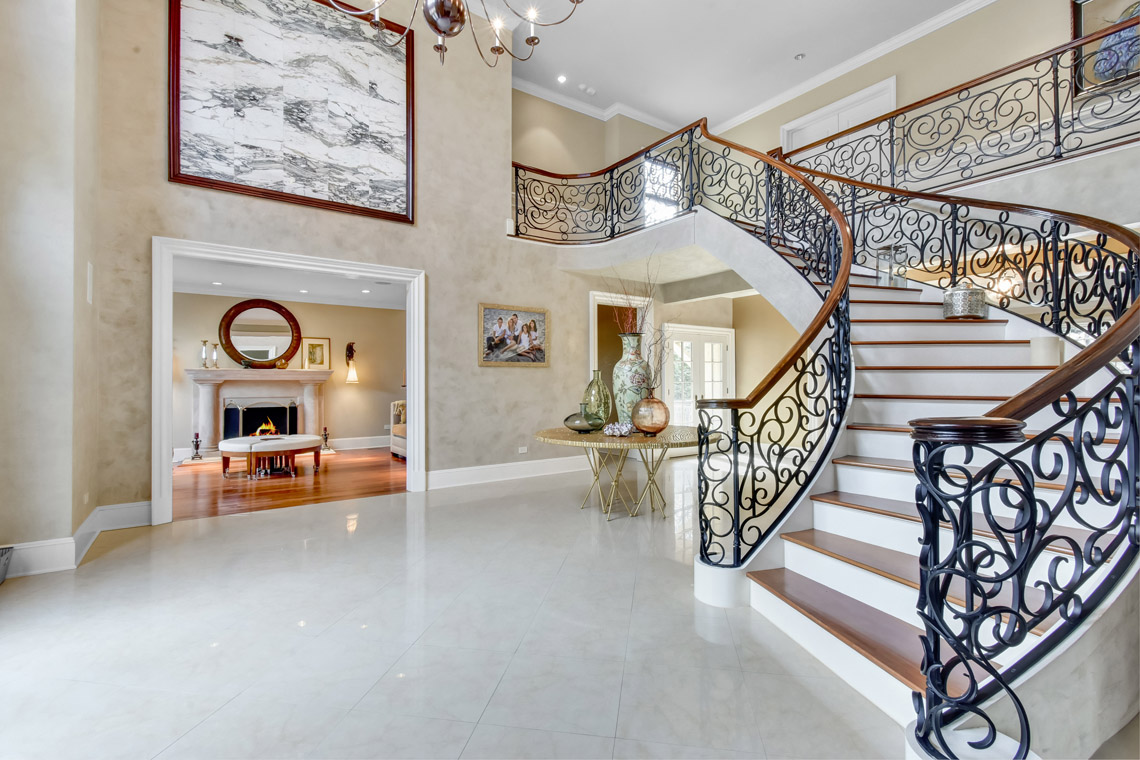 2 – 35 Lakeview Avenue – Grand Entrance Hall
