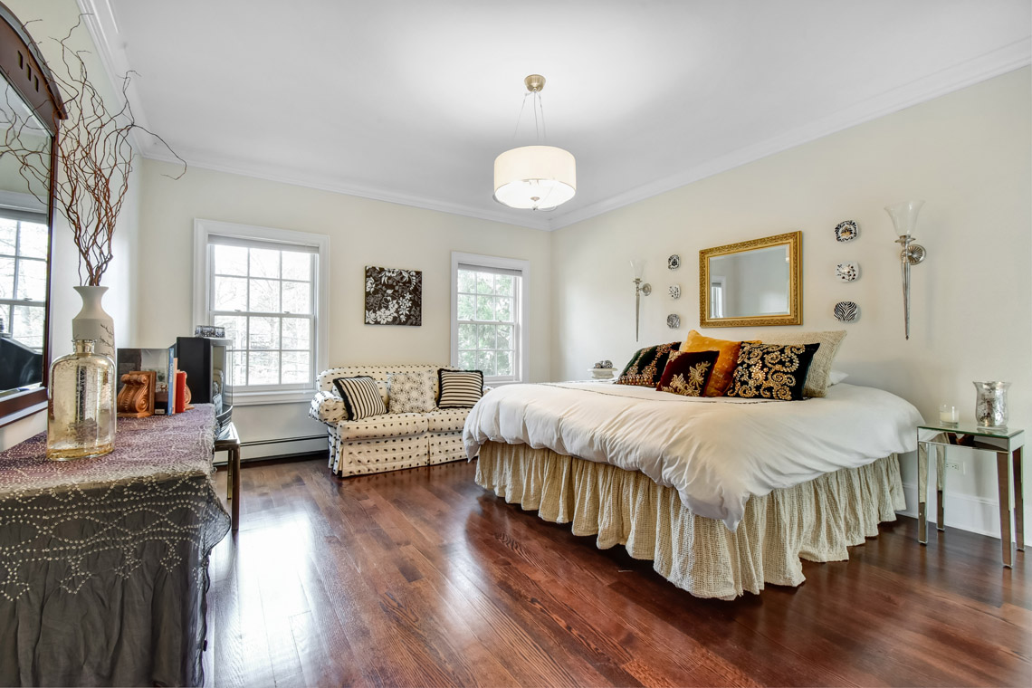 20 -35 Lakeview Avenue – Bedroom