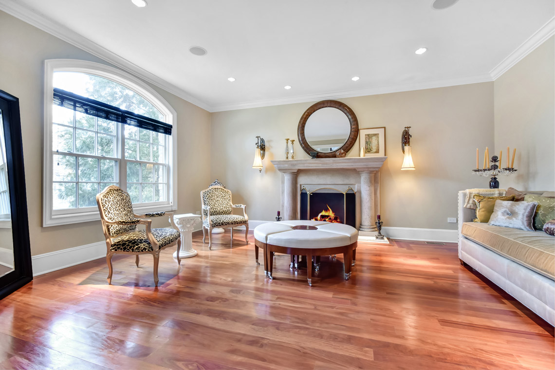 3 – 35 Lakeview Avenue – Living Room