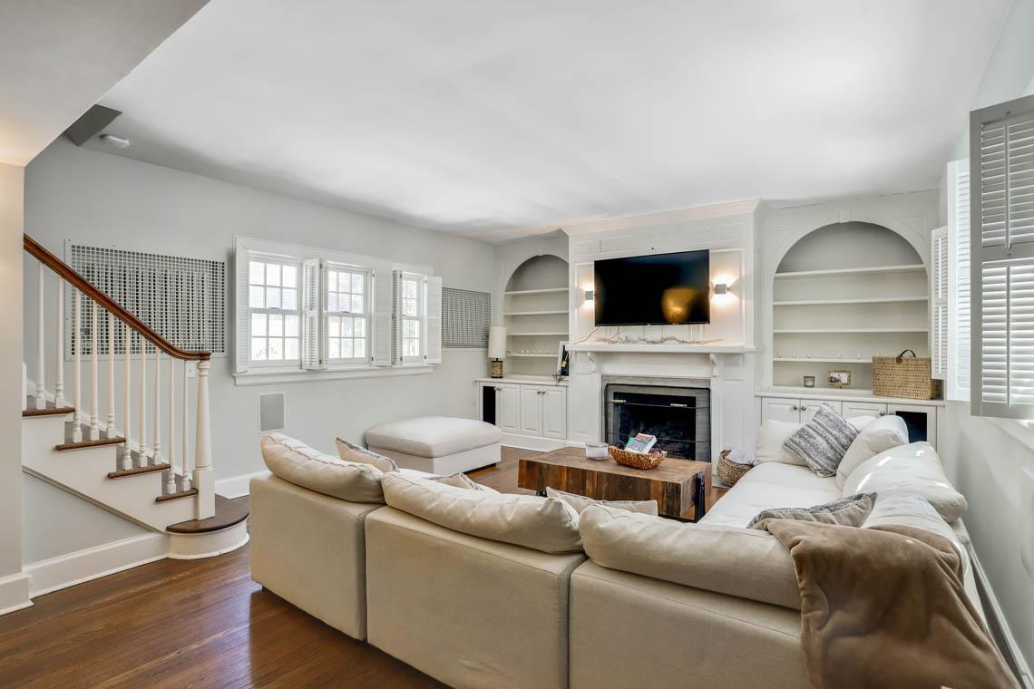 10 – 136 Hobart Avenue – Family Room