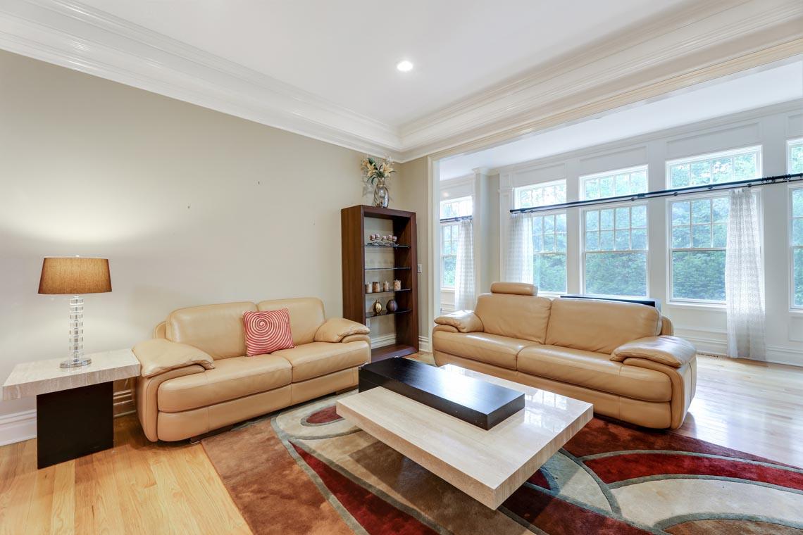 12 – 7 W Beechcroft Road – Living Room