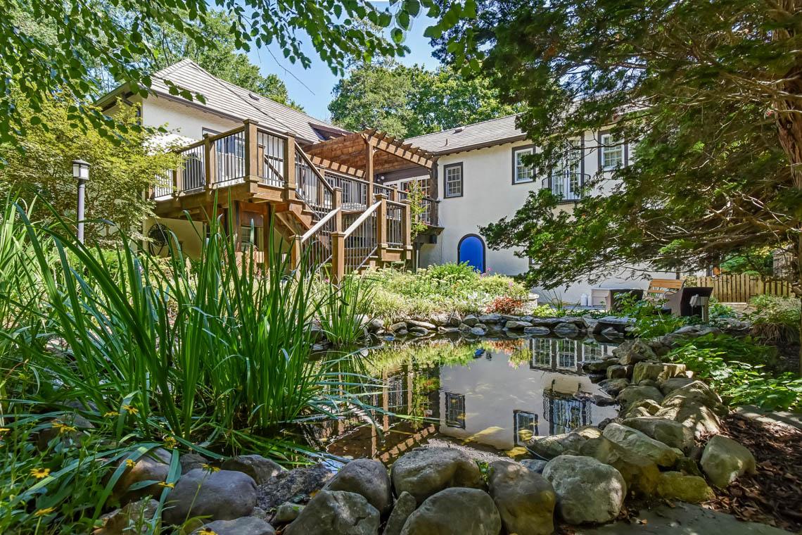 21 – 136 Hobart Avenue – Serene Backyard