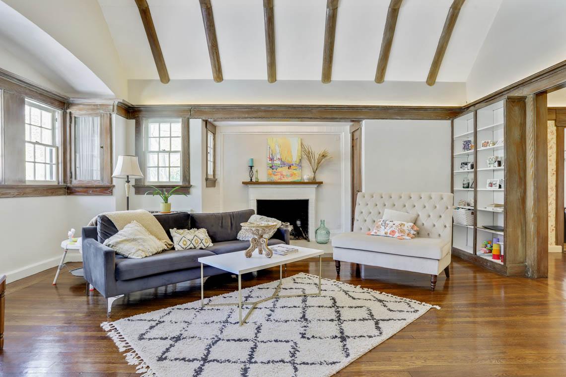4 – 136 Hobart Avenue – Living Room