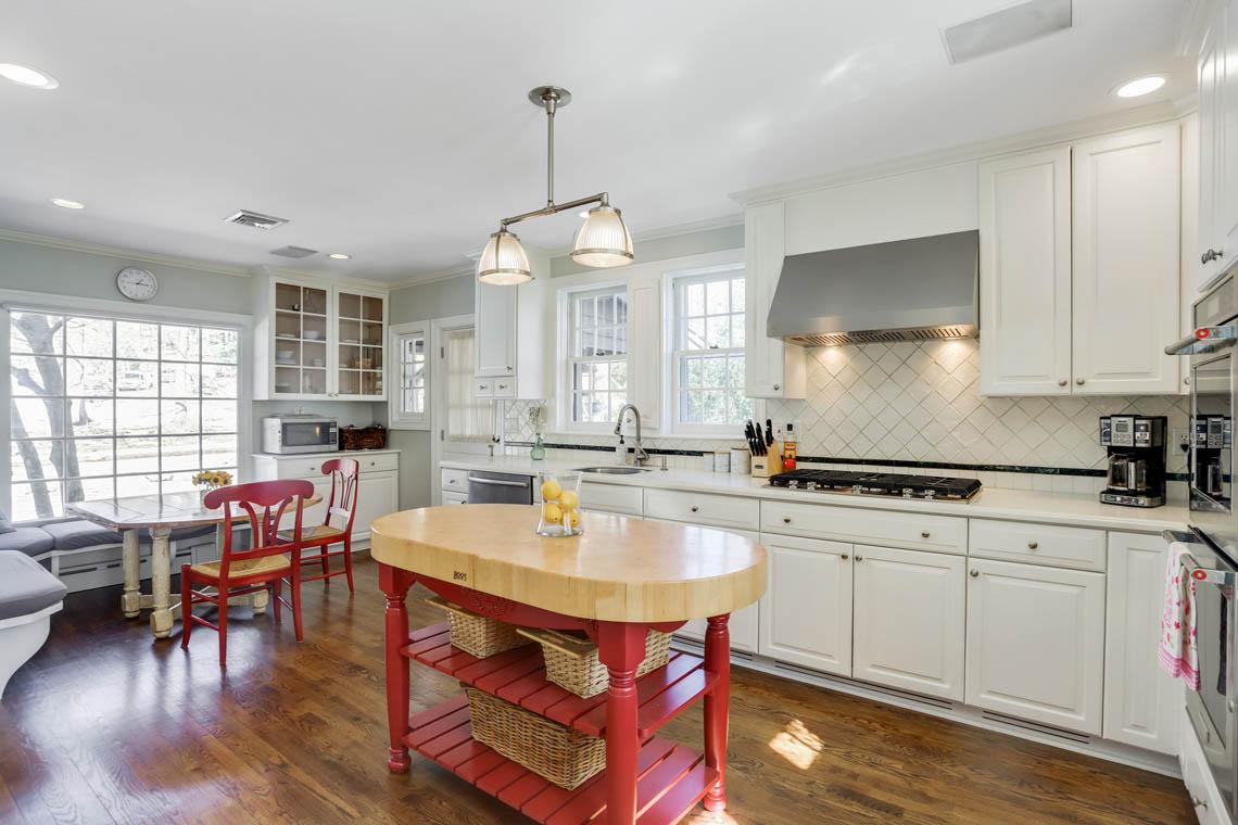 8 – 136 Hobart Avenue – Kitchen