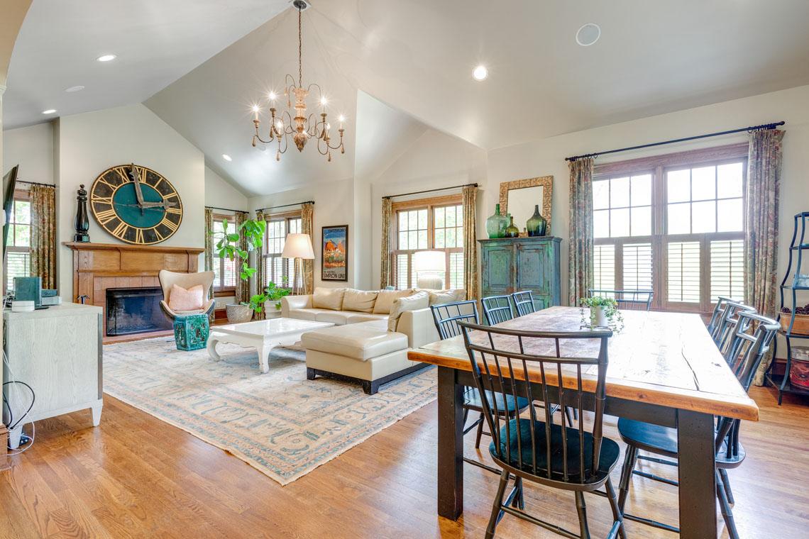 10 – 73 Oak Ridge Avenue – Amazing Family Room