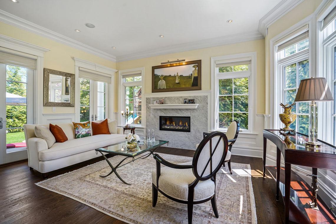 11 – 24 Delwick Lane – Living Room