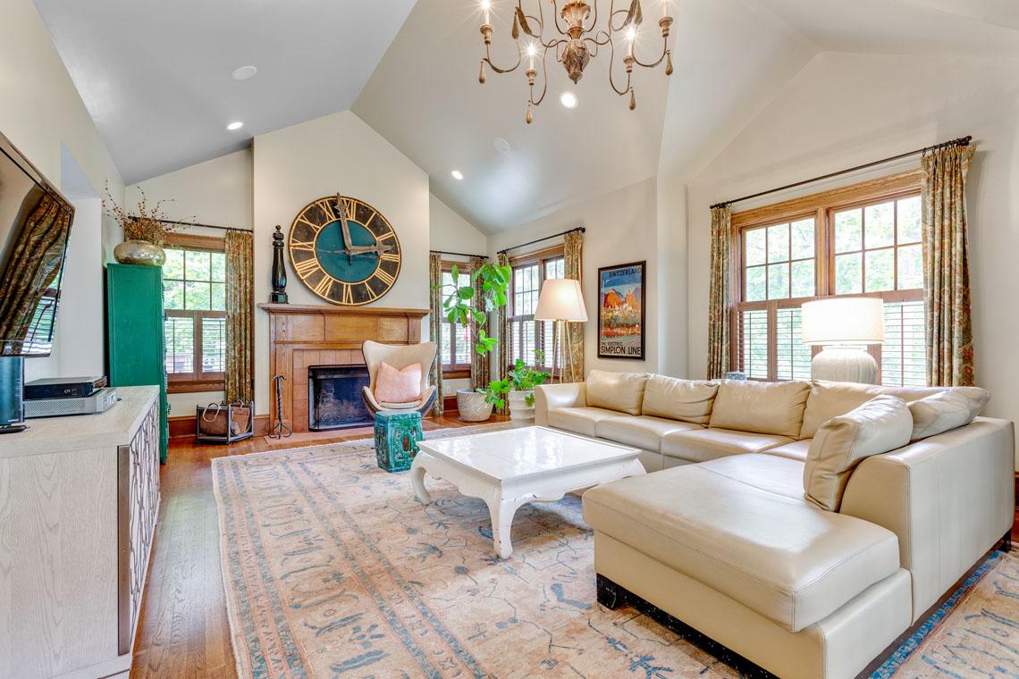 11 – 73 Oak Ridge Avenue – Amazing Family Room