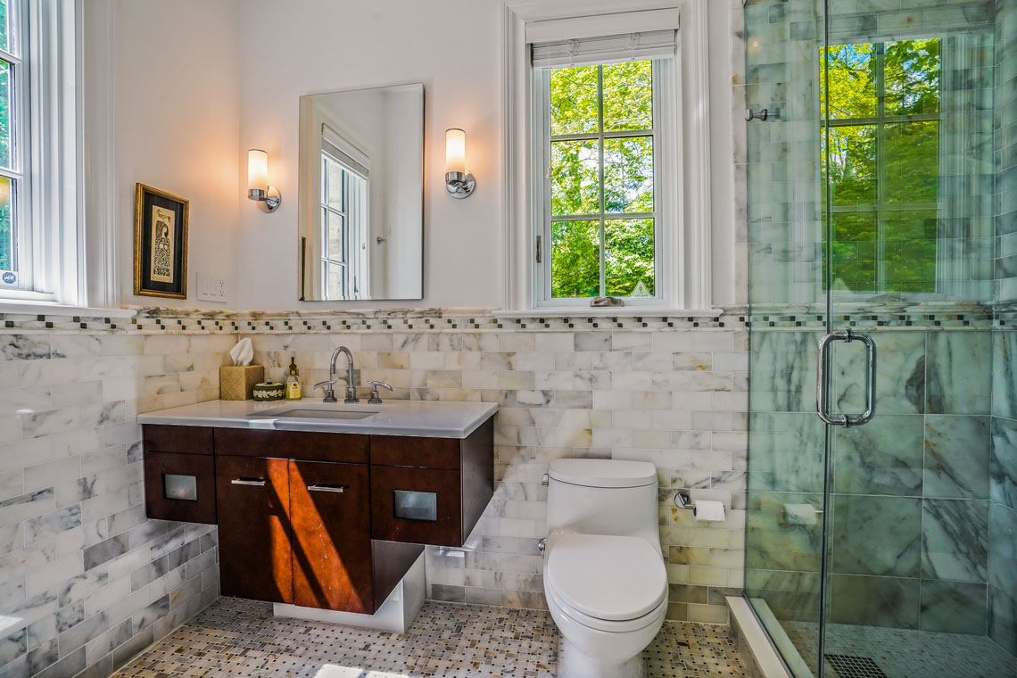 13 – 24 Delwick Lane – In-law Suite Bathroom