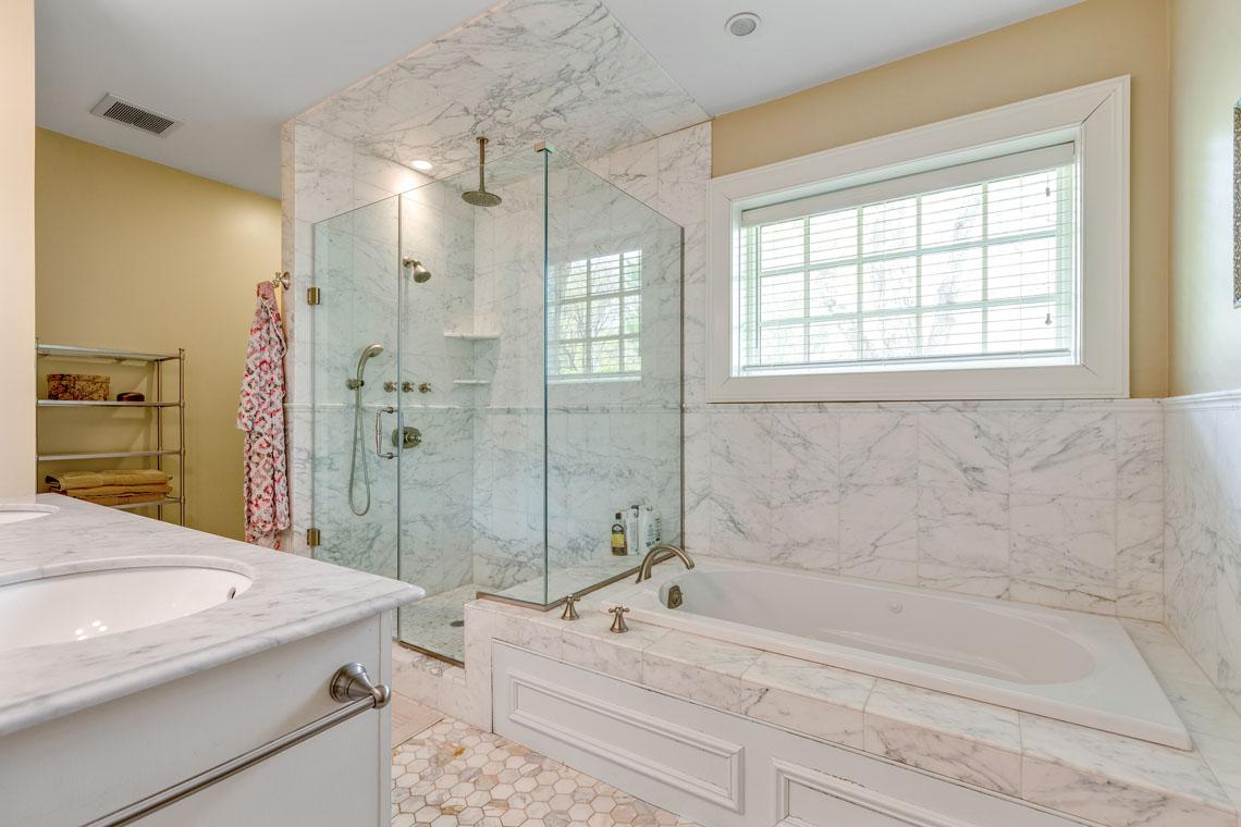 14 – 73 Oak Ridge Avenue – Master Bath