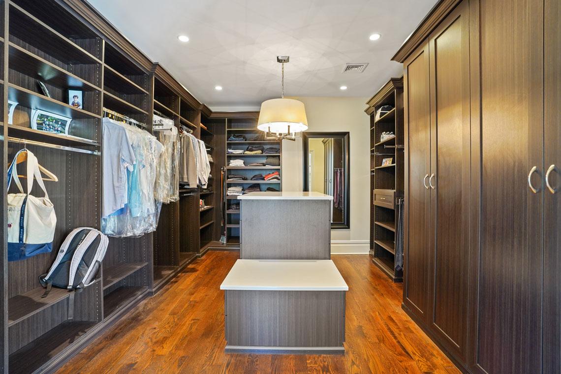 17 – 24 Delwick Lane – Incredible Master Walk-in Closet