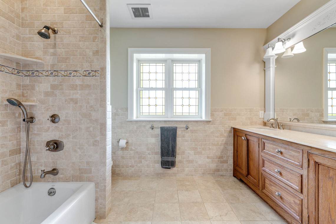 17 – 73 Oak Ridge Avenue – Full Bath