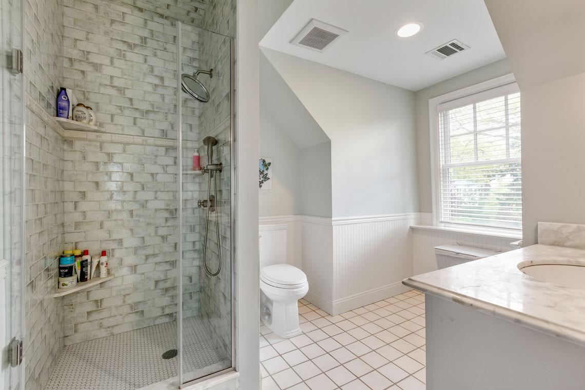 19 – 73 Oak Ridge Avenue – Bedroom 4 En Suite Bath
