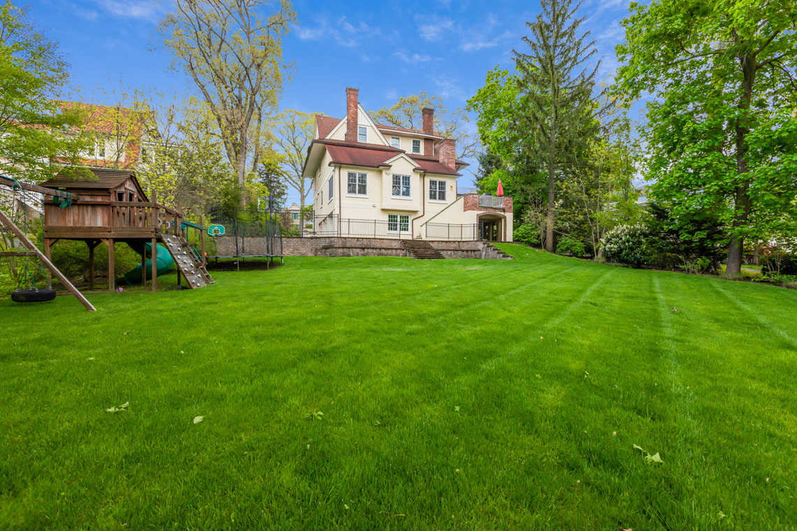 25 – 73 Oak Ridge Avenue – Deep Backyard