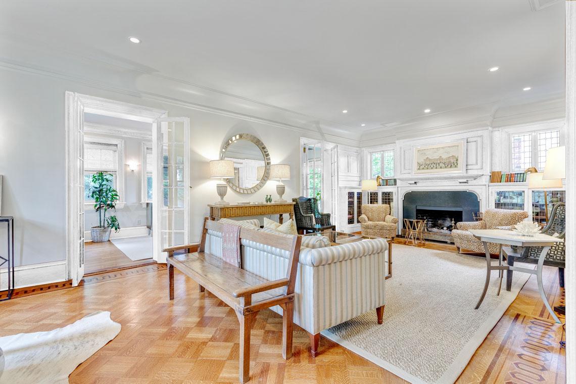 4 – 73 Oak Ridge Avenue – Living Room