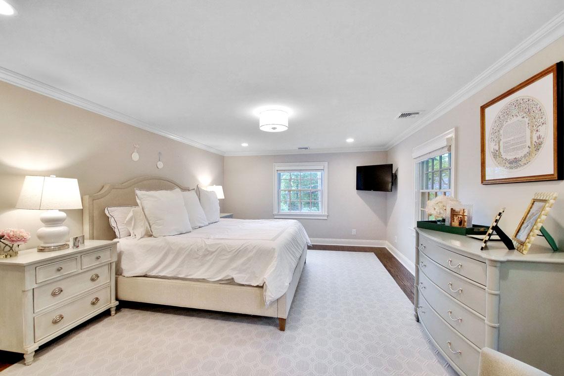 14 – 25 Barnsdale Road – Master Bedroom