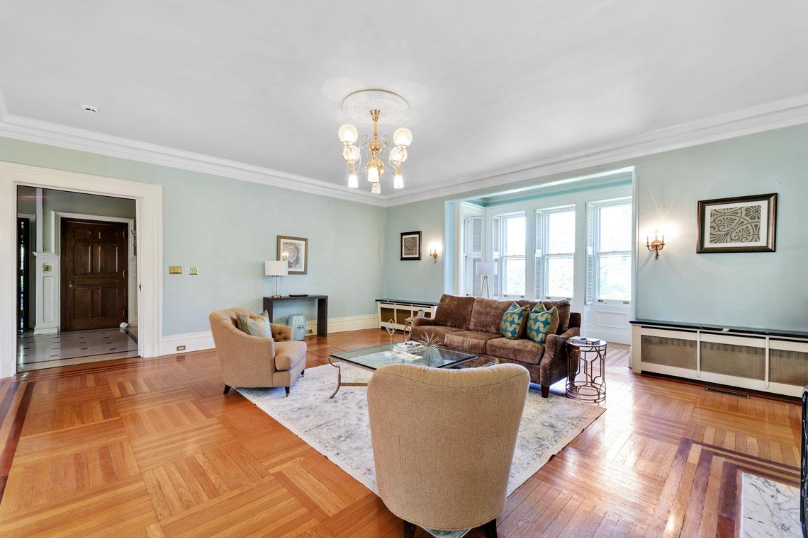 19 – 12 E Hartshorn Drive – Sitting Room
