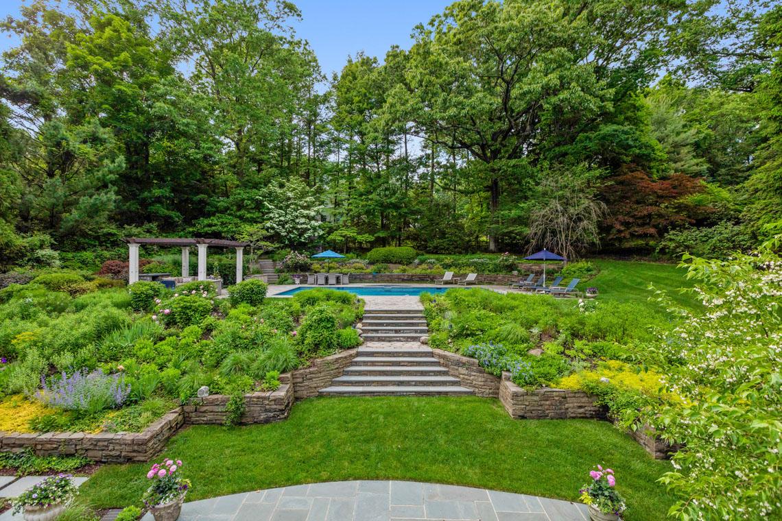 21 – 11 Hardwell Road – Stunning Property