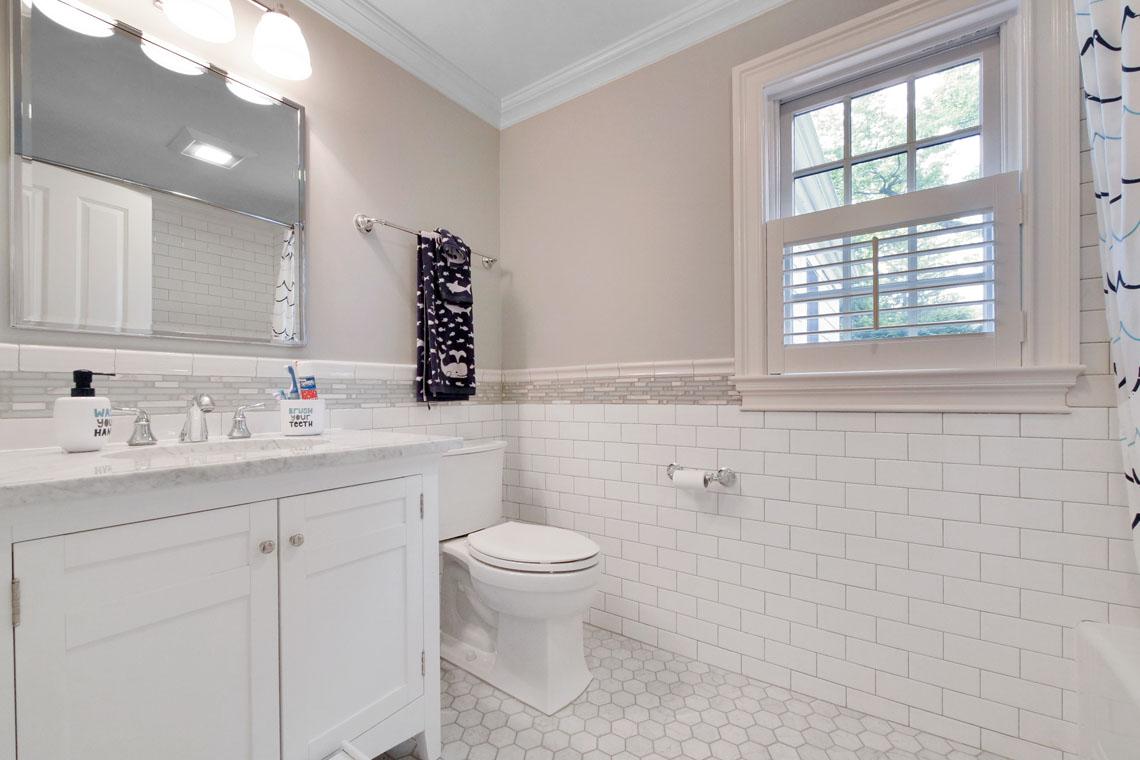 21 – 25 Barnsdale Road – Full Bath