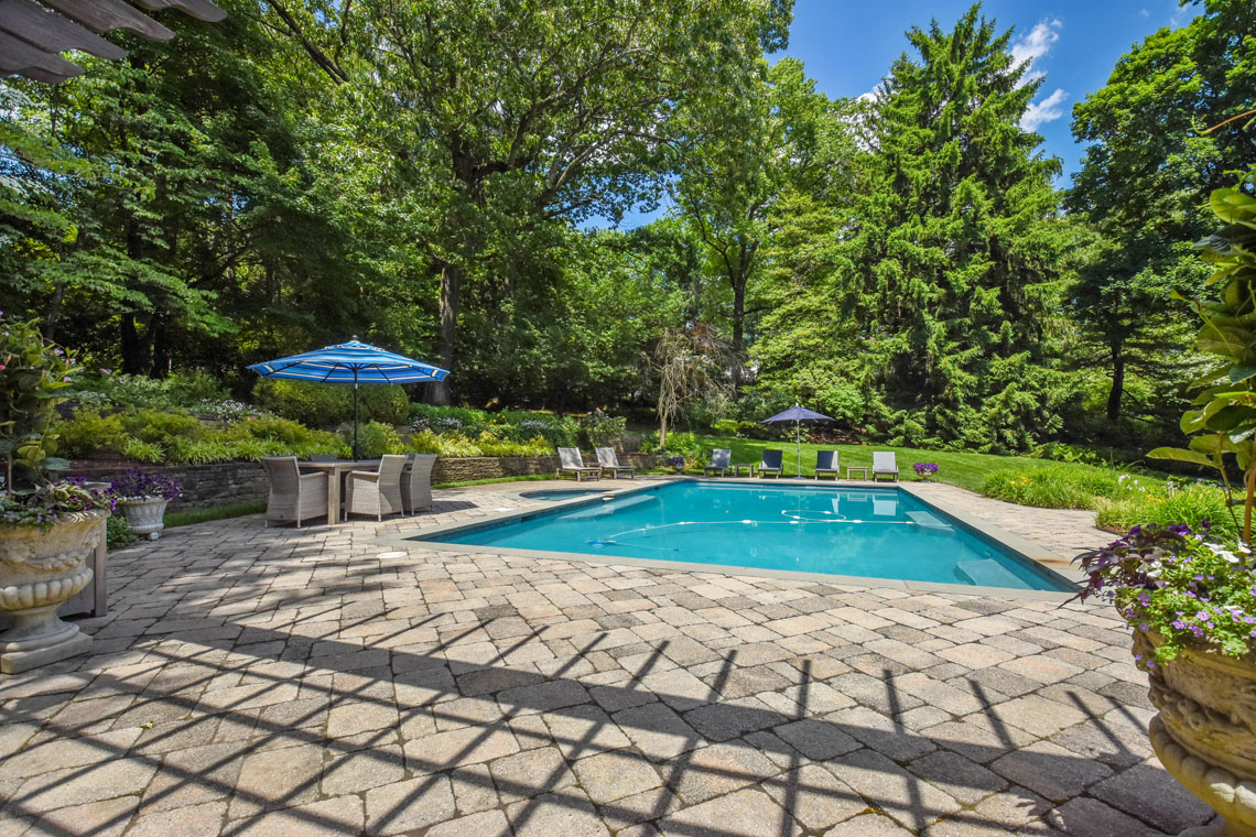 25 – 11 Hardwell Road – Gorgeous Pool