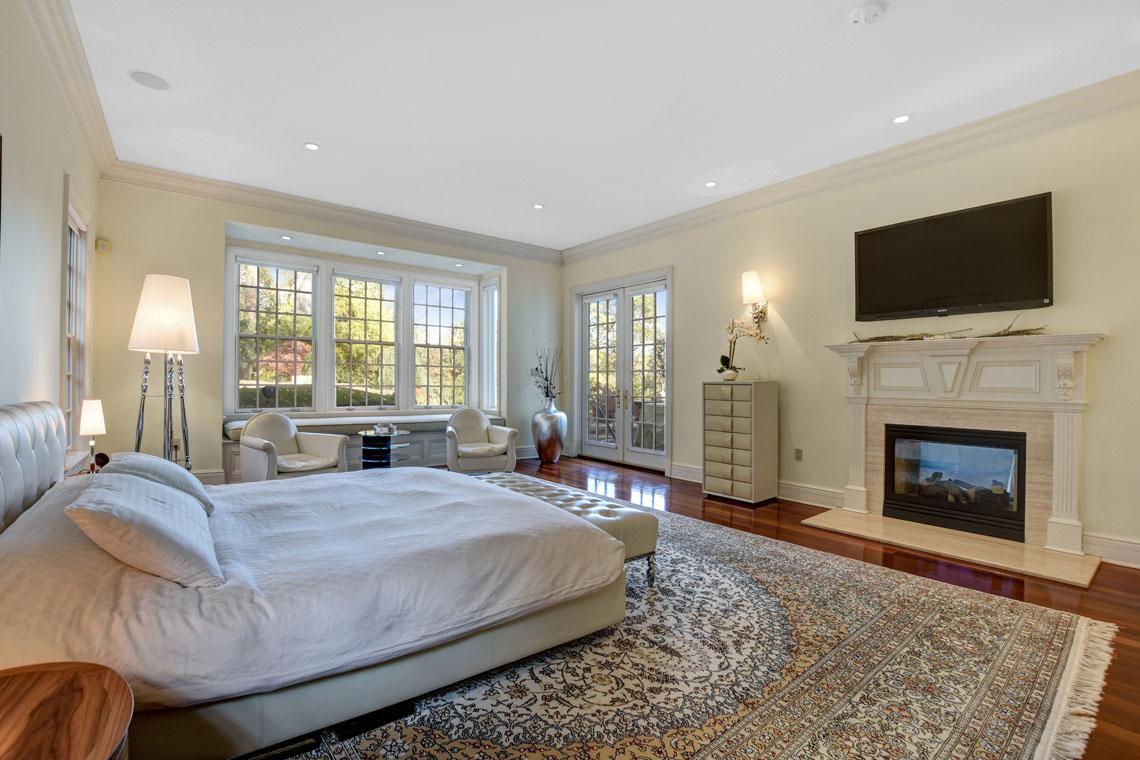 13 – 275 Hobart Avenue – Master Bedroom