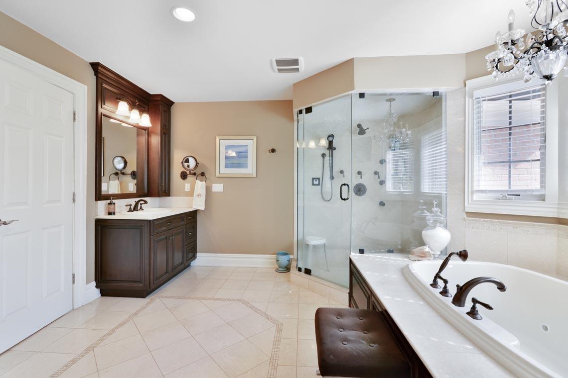 18 – 50 Hilltop Road – Spa-like Master Bath