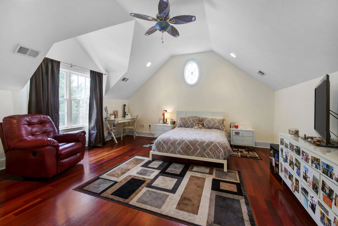 19 – 275 Hobart Avenue – Bedroom