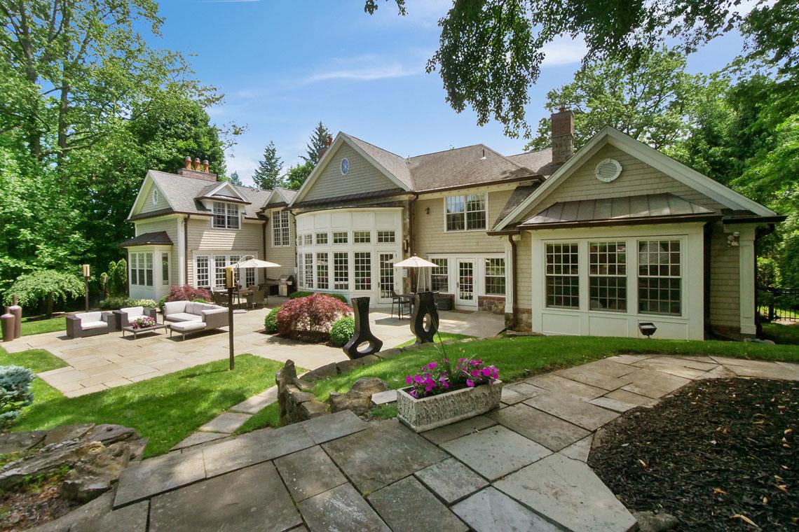 23 – 275 Hobart Avenue – Amazing Backyard