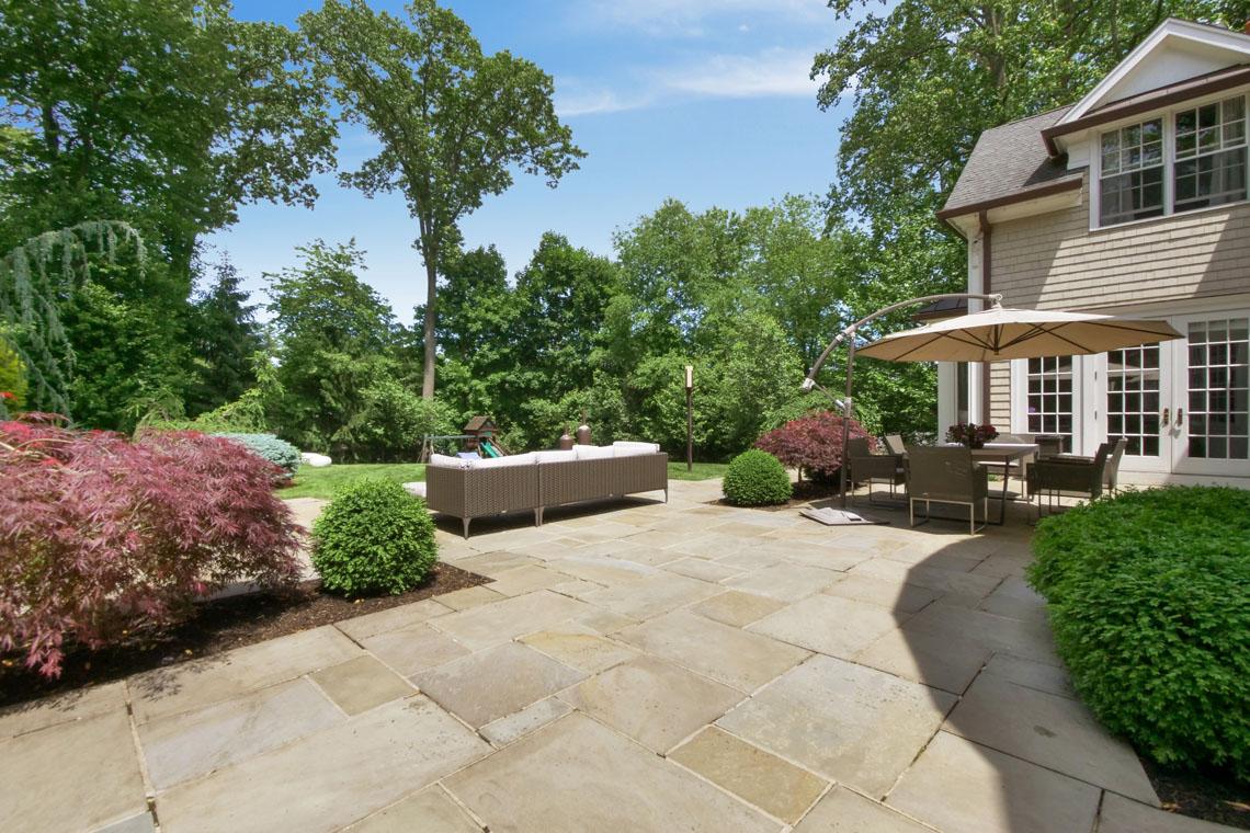 24 – 275 Hobart Avenue – Amazing Backyard