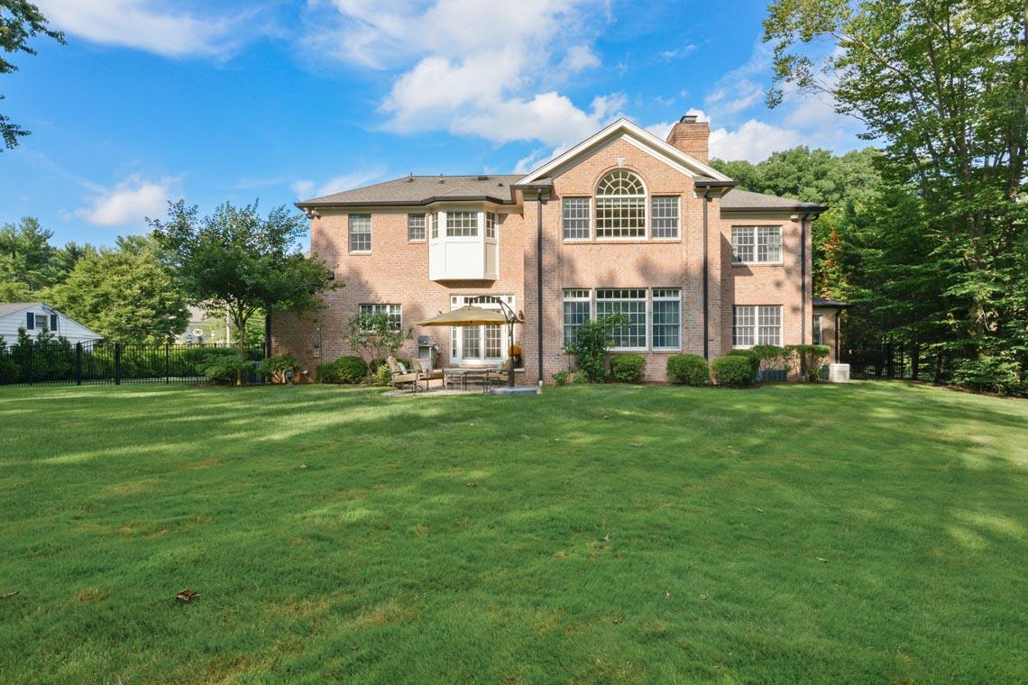 24 – 50 Hilltop Road – Totally Level Backyard