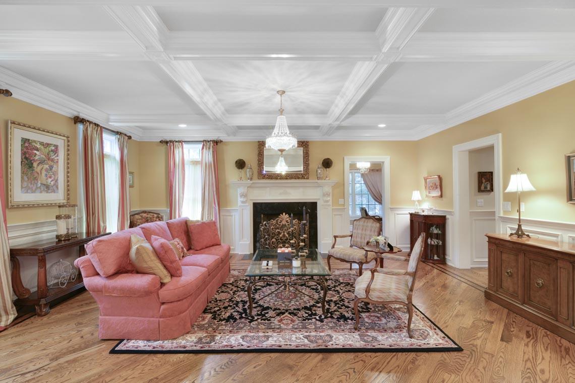 4 – 50 Hilltop Road – Living Room