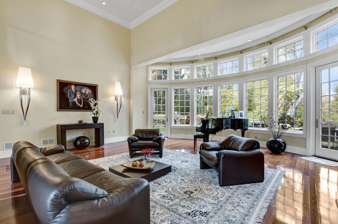 7 – 275 Hobart Avenue – Great Room