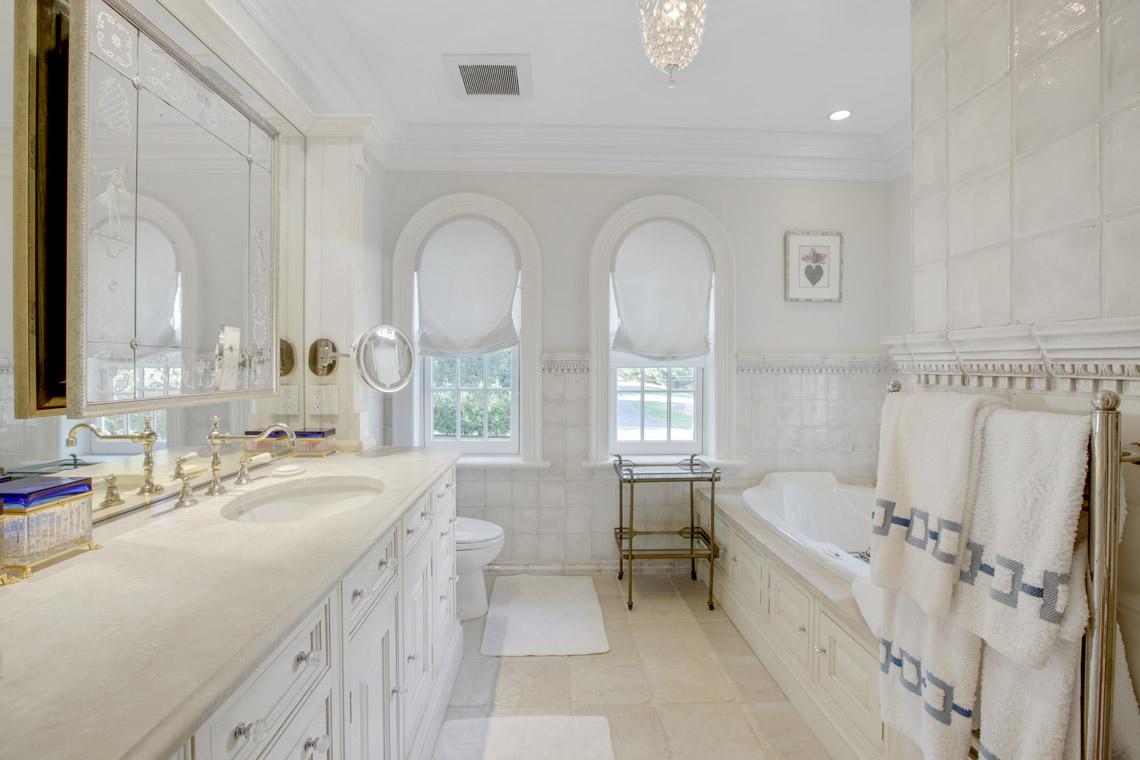 18 – 2 Jefferson Avenue – One of 2 Master Baths
