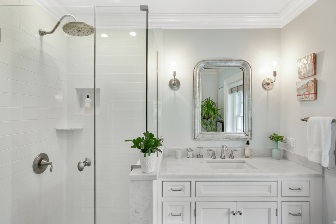 19 – 40 Minnisink Road – En Suite Bath